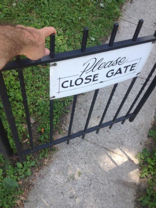 close gate_2